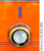 Eine Tram mit der Nummer eins. Orange mit blauer Schrift. Стоковое фото, фотограф Zoonar.com/Erwin Wodicka / age Fotostock / Фотобанк Лори