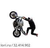 Купить «A motorcyclist in a white helmet performs a stunt on a sports motorcycle», фото № 32414902, снято 21 июля 2019 г. (c) Алексей Кузнецов / Фотобанк Лори