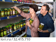 Купить «Husband and wife selecting a pickles at store», фото № 32415710, снято 6 июня 2020 г. (c) Яков Филимонов / Фотобанк Лори