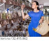 Купить «Woman customer carrying shopping bags», фото № 32415862, снято 13 июня 2017 г. (c) Яков Филимонов / Фотобанк Лори
