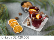 Купить «mulled wine, orange slices, gingerbread and spices», фото № 32420506, снято 4 октября 2018 г. (c) Syda Productions / Фотобанк Лори