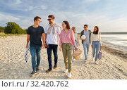 Купить «happy friends walking along summer beach», фото № 32420762, снято 31 августа 2019 г. (c) Syda Productions / Фотобанк Лори