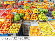 Купить «Russia, Samara, May 21, 2016: Fresh fruits lying on the counter, brought from different countries, in a large covered market.», фото № 32420802, снято 21 мая 2016 г. (c) Акиньшин Владимир / Фотобанк Лори