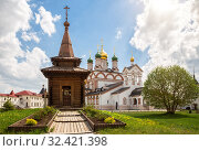 Купить «Wooden chapel in Trinity-Varnitsky Monastery», фото № 32421398, снято 11 мая 2019 г. (c) Юлия Бабкина / Фотобанк Лори