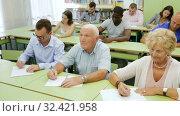 Купить «Glad students mixed age listening task for exam», видеоролик № 32421958, снято 23 июля 2018 г. (c) Яков Филимонов / Фотобанк Лори