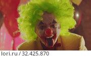 Купить «A crazy clown sticking his painted tongue out», видеоролик № 32425870, снято 10 декабря 2019 г. (c) Константин Шишкин / Фотобанк Лори