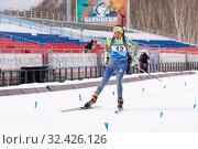 Mongolian sportswoman biathlete Doljinsuren Munkhbat skiing on distance (2019 год). Редакционное фото, фотограф А. А. Пирагис / Фотобанк Лори