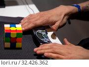 Купить «Крупным планом руки участника соревнований скоростное решение головоломки кубик Рубика во время российского отборочного этапа Red Bull Rubik's Cube 2019  в городе Москве, Россия, 16 ноября 2019», фото № 32426362, снято 16 ноября 2019 г. (c) Николай Винокуров / Фотобанк Лори