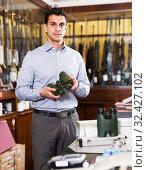 Купить «Salesman offering accessories for hunt», фото № 32427102, снято 11 декабря 2017 г. (c) Яков Филимонов / Фотобанк Лори