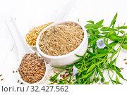 Мука льняная в чаше с семенами на доске. Стоковое фото, фотограф Резеда Костылева / Фотобанк Лори