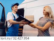 Купить «Deliveryman gives parcel to female customer», фото № 32427954, снято 8 сентября 2019 г. (c) Tryapitsyn Sergiy / Фотобанк Лори