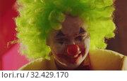 Купить «A crazy smiling clown with creepy emotions», видеоролик № 32429170, снято 10 декабря 2019 г. (c) Константин Шишкин / Фотобанк Лори