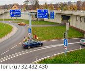Österreich, Linz, Stadtautobahn. Tunnel für Lärmberuhigung am Bindermichel auf Autobahn A7. Стоковое фото, фотограф Zoonar.com/Erwin Wodicka / wodicka@aon.at / age Fotostock / Фотобанк Лори