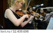 Купить «Ufa, RUSSIA - NOVEMBER 19, 2015: Symphony Orchestra at the Bashkir Theater of Opera and Ballet, Ufa», видеоролик № 32439698, снято 19 ноября 2015 г. (c) Mikhail Erguine / Фотобанк Лори