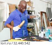 Купить «workman working with glass in workshop», фото № 32440542, снято 16 мая 2018 г. (c) Яков Филимонов / Фотобанк Лори