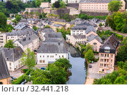 Купить «Luxembourg cityscape, church on river, panorama», фото № 32441218, снято 14 июля 2019 г. (c) Tryapitsyn Sergiy / Фотобанк Лори