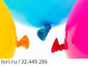Verschiedene bunte Luftballons. Symbol für Leichtigkeit, Freiheit, Feiern. Стоковое фото, фотограф Zoonar.com/Erwin Wodicka / age Fotostock / Фотобанк Лори