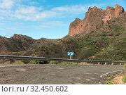 Leitplanke an Straße mit Kurve im Gebirge von Gran Canaria. Стоковое фото, фотограф Zoonar.com/Robert Kneschke / age Fotostock / Фотобанк Лори