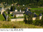Купить «Orthodox monastic complex in Sucevita, Romania», фото № 32455870, снято 15 сентября 2017 г. (c) Яков Филимонов / Фотобанк Лори