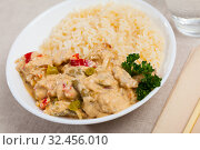 Купить «Chicken fillet red curry with jasmine rice», фото № 32456010, снято 21 ноября 2019 г. (c) Яков Филимонов / Фотобанк Лори