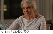 Купить «senior woman reading book and drinking tea at home», видеоролик № 32456950, снято 18 ноября 2019 г. (c) Syda Productions / Фотобанк Лори