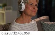 Купить «senior woman in headphones listening to music», видеоролик № 32456958, снято 18 ноября 2019 г. (c) Syda Productions / Фотобанк Лори