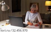 Купить «happy senior woman with laptop at home in evening», видеоролик № 32456970, снято 18 ноября 2019 г. (c) Syda Productions / Фотобанк Лори