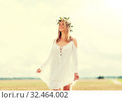Купить «happy young woman in flower wreath on cereal field», фото № 32464002, снято 31 июля 2016 г. (c) Syda Productions / Фотобанк Лори