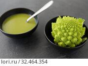Купить «close up of romanesco broccoli cream soup in bowl», фото № 32464354, снято 12 апреля 2018 г. (c) Syda Productions / Фотобанк Лори