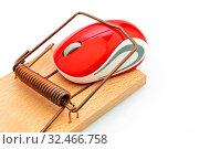 Die Maus eines Computers in einer Mausefalle. Symbolfoto für Kostenfalle, Schuldenfalle und Roaming Gebühren. Стоковое фото, фотограф Zoonar.com/Erwin Wodicka / age Fotostock / Фотобанк Лори