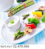 Купить «Vegetable shashlik vegetarian with yogurt garlic sauce.», фото № 32470066, снято 9 апреля 2020 г. (c) easy Fotostock / Фотобанк Лори