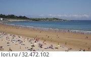 Popular sandy city beach on coast of Atlantic Ocean in sunny summer day (2019 год). Редакционное видео, видеограф Яков Филимонов / Фотобанк Лори