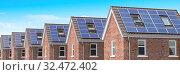 Купить «Row of house with solar panels on roof on blue sky background.», фото № 32472402, снято 27 февраля 2020 г. (c) Maksym Yemelyanov / Фотобанк Лори