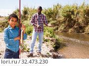 Купить «Boy and his father holding fish on hook», фото № 32473230, снято 26 мая 2019 г. (c) Яков Филимонов / Фотобанк Лори