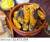 Купить «Roasted chicken wings with golden crust», фото № 32473354, снято 2 июля 2020 г. (c) Яков Филимонов / Фотобанк Лори