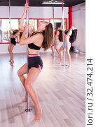 Купить «Women practicing pole dancing», фото № 32474214, снято 5 апреля 2018 г. (c) Яков Филимонов / Фотобанк Лори