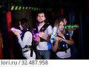Купить «Young people during lasertag game», фото № 32487958, снято 25 апреля 2018 г. (c) Яков Филимонов / Фотобанк Лори