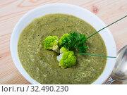 Купить «Dish of Norwegian cuisine, cream soup from broccoli with soft cheese», фото № 32490230, снято 28 мая 2020 г. (c) Яков Филимонов / Фотобанк Лори