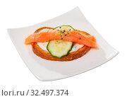 Купить «Sandwich with salmon, cucumber, sauce», фото № 32497374, снято 11 декабря 2019 г. (c) Яков Филимонов / Фотобанк Лори