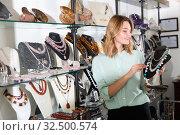 Купить «Female client choosing pearl necklace», фото № 32500574, снято 8 декабря 2019 г. (c) Яков Филимонов / Фотобанк Лори
