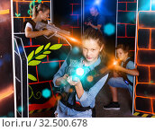 Portrait of teenager girl with laser gun having fun with her fam. Стоковое фото, фотограф Яков Филимонов / Фотобанк Лори
