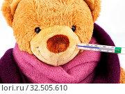 Ein Bär aus Plüsch mit einem Fieber Thermometer im Mund. Symbolfoto für Verkühlung, Grippe und Fieber. Стоковое фото, фотограф Zoonar.com/Erwin Wodicka / age Fotostock / Фотобанк Лори