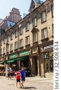 View of Kullassepa street in old city of Tallinn , Caffe Centrale. Estonia. Редакционное фото, фотограф Николай Коржов / Фотобанк Лори
