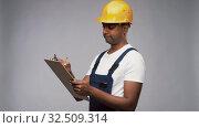 Купить «thinking builder with clipboard and pencil», видеоролик № 32509314, снято 26 ноября 2019 г. (c) Syda Productions / Фотобанк Лори