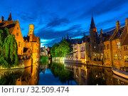 Belgium, Brugge, night view, glassy water surface (2019 год). Стоковое фото, фотограф Tryapitsyn Sergiy / Фотобанк Лори