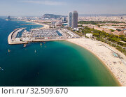 Купить «Shoreline of Barcelona is colorful landmark of Spain», фото № 32509670, снято 27 июня 2018 г. (c) Яков Филимонов / Фотобанк Лори