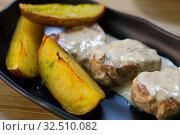 Prepared sirloin medallion with mushrooms sauce and potato. Стоковое фото, фотограф Яков Филимонов / Фотобанк Лори
