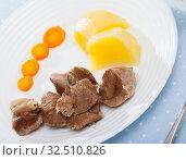 Купить «Delicious steamed turkey with carrots and potatoes», фото № 32510826, снято 6 декабря 2019 г. (c) Яков Филимонов / Фотобанк Лори