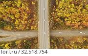 Купить «Полет над автомобильной развязкой», видеоролик № 32518754, снято 1 декабря 2019 г. (c) Евгений Ткачёв / Фотобанк Лори