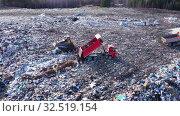 Купить «Вид сверху на огромную свалку токсичных и бытовых отходов. Проблема загрязнения окружающей среды», видеоролик № 32519154, снято 7 декабря 2019 г. (c) Евгений Ткачёв / Фотобанк Лори